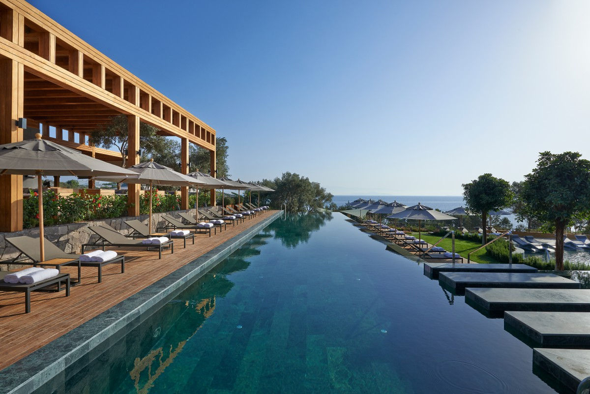 3-mandarin-oriental-hotel-contemporary-minimalist-lap-pool-bar-restaurant