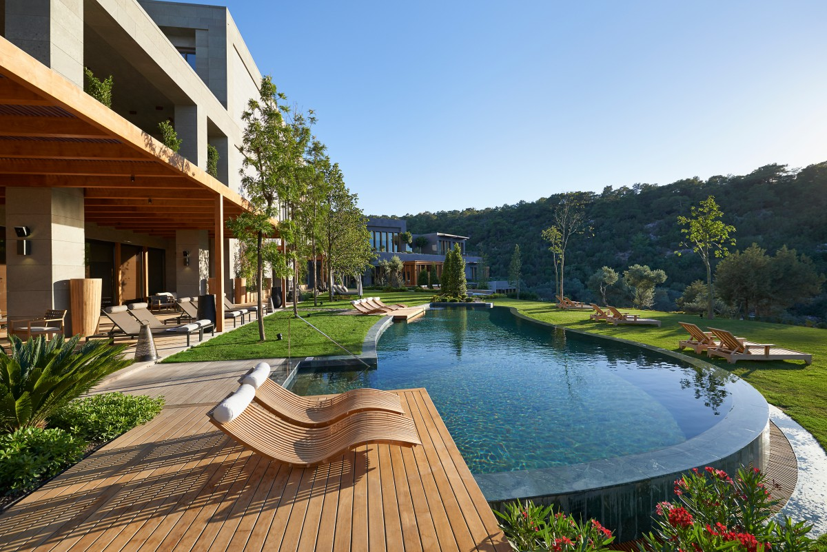 4-spa-pool-infinity-edge-swimming-scented-gardens-lawn